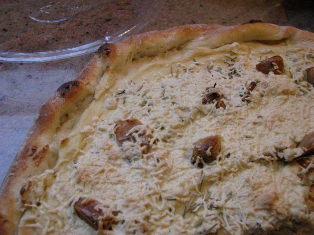 Close up of vegan white pizza